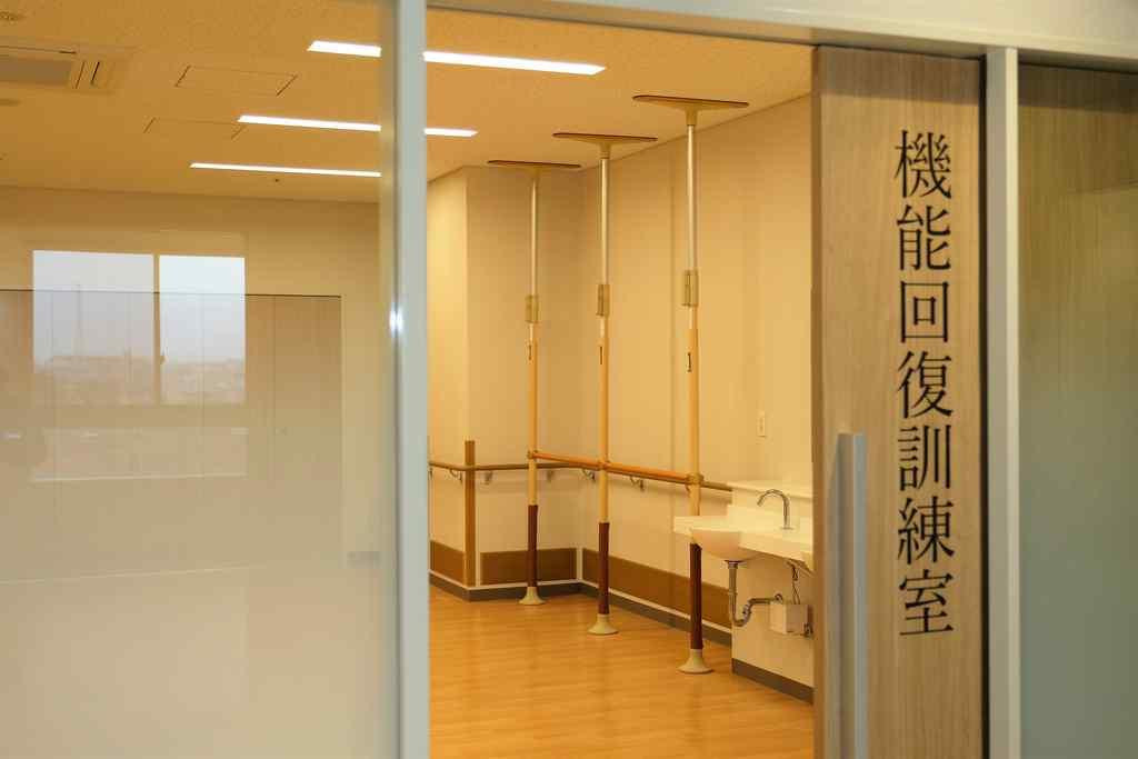機能回復訓練室入口の写真